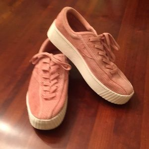 Tretorn light rose perforated platform sneaker